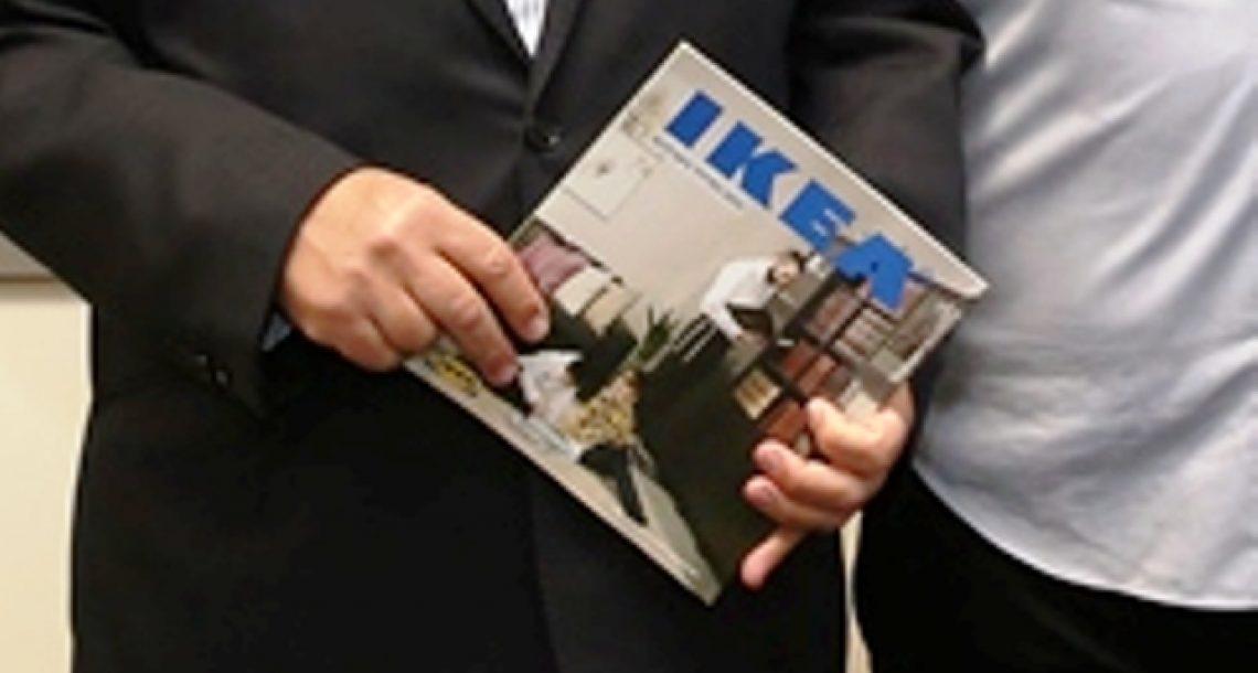 יירדו מהעץ? סערה עולמית סביב פרסום המגזין של איקאה למגזר החרדי