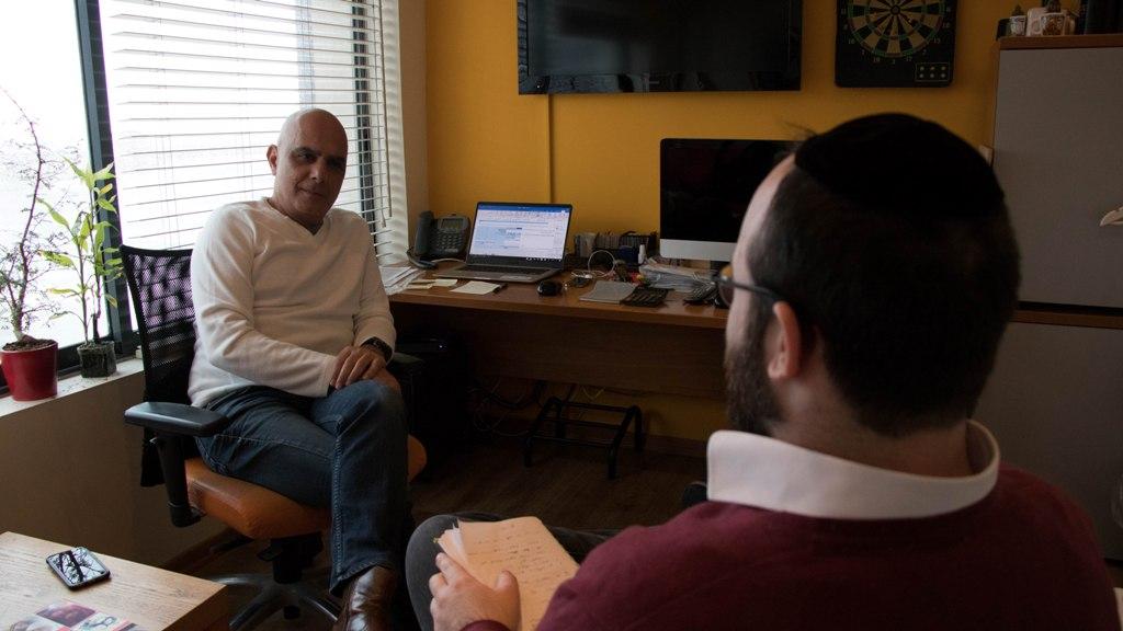 """יגאל בראון בראיון לפאשקעוויל: """"החרדים לא אוהבים לשלם"""" 1"""