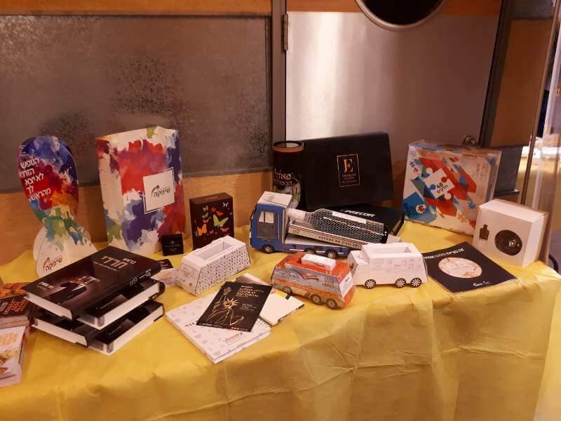 כבוד לפרינט: גלריה מתערוכת הפרינט של CMYK בשיתוף 'הבצפר' 9