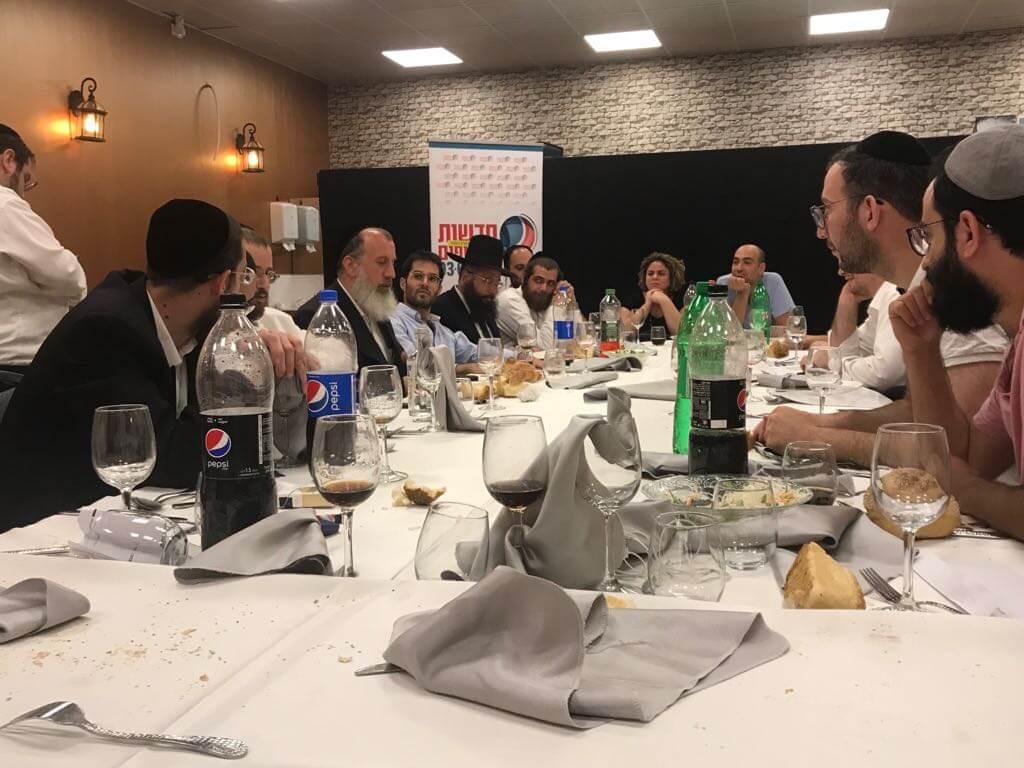 סיקור וגלריה: זה מה שקרה במפגש העיתונאים של 'הסקופים' 8